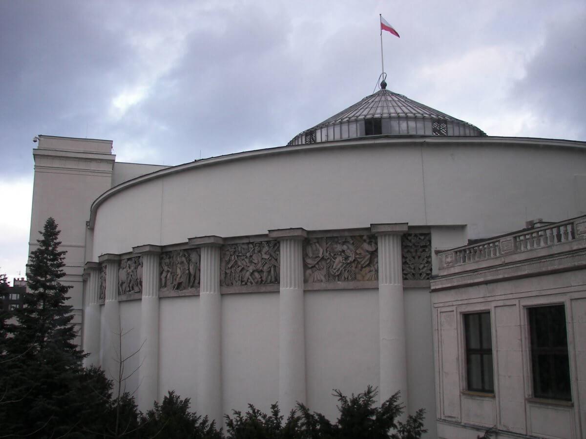 Ustawa, której nie ma i poselskie objawienie, czyli o procesie legislacyjnym w Polsce
